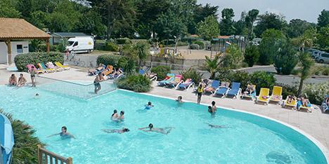 Camping bord de mer en charente maritime 4 et 5 toiles for Club piscine st hubert