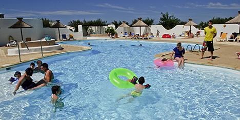 Camping bord de mer provence alpes c te d 39 azur avec vagues for Tarif piscine du rhone